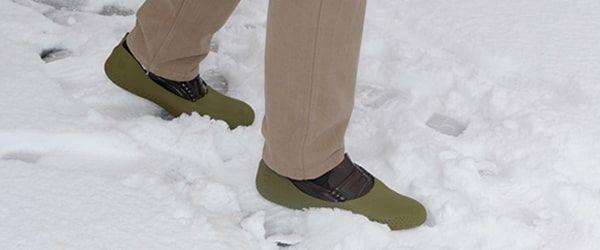 sur-chaussure antidérapant pour la neige mouillère