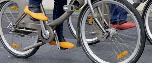 Sur chaussure pour la pluie à vélo mouillère
