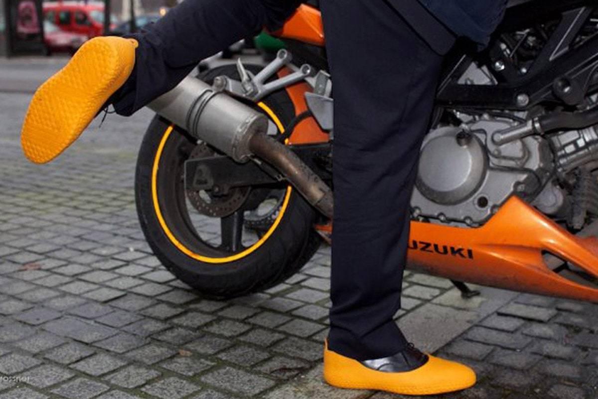Sur chaussures pour la moto